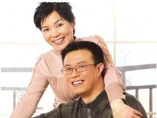 丈夫不离不弃精心照顾 瘫痪妻子奇迹康复【十大感人爱情故事】