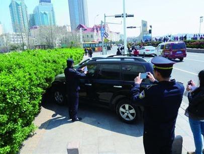商帝国商学院_商帝国网-青岛整治人行道违停 603辆车被录入管理系统