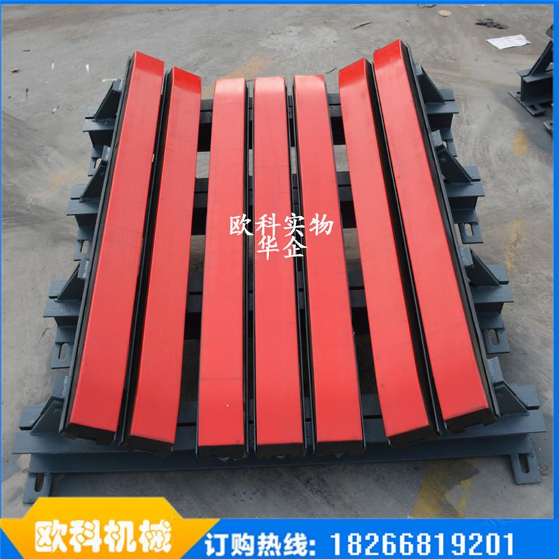 煤矿输送机缓冲滑槽缓冲床结构设计确保输送带运行的顺滑流畅