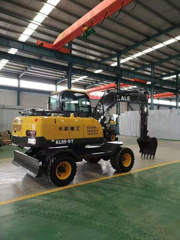 装卸轮式挖掘机抓木机全新轮式抓草机360度多功能挖挖机